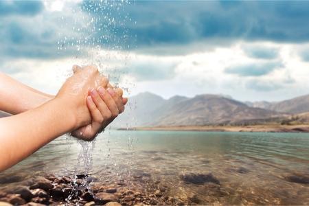 lavandose las manos: Lavarse las manos, Mano humana, Lavado. Foto de archivo