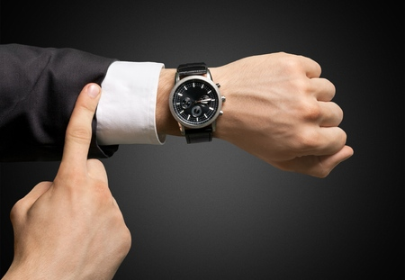 Zeit, Auf die Uhr sehen, Dringlichkeit.