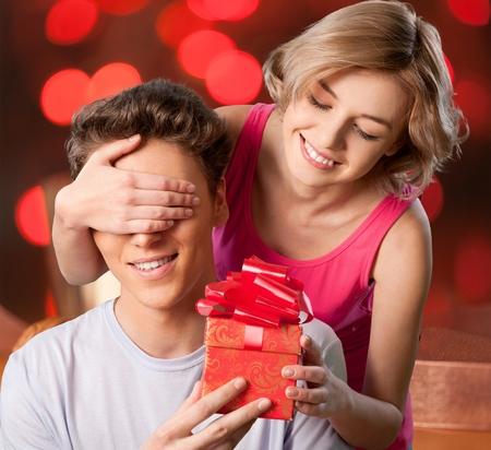casal heterossexual: Gift, Couple, Heterosexual Couple.