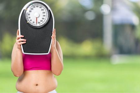 sobre peso: Sobrepeso, hacer ejercicio, las mujeres.