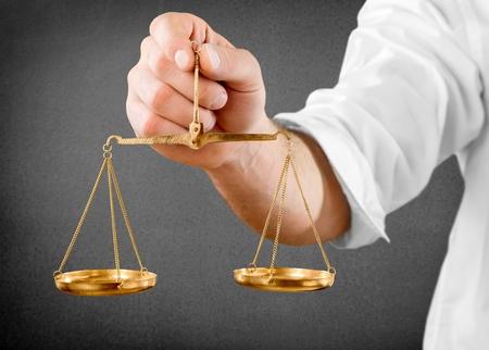 balanza de la justicia: Báscula, Equilibrio, Escala.