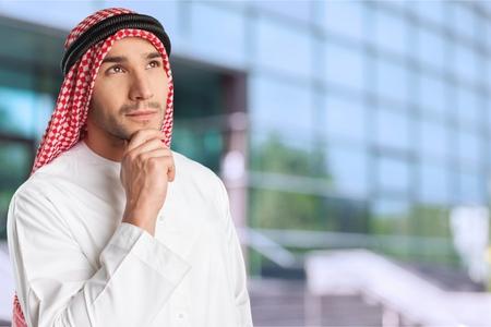 agal: Saudi, man, clothing.