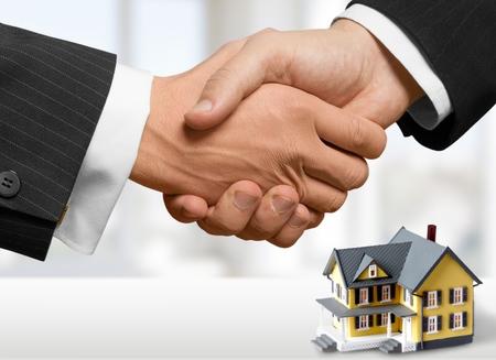 home loans: Agente immobiliare, prestito, offerta. Archivio Fotografico