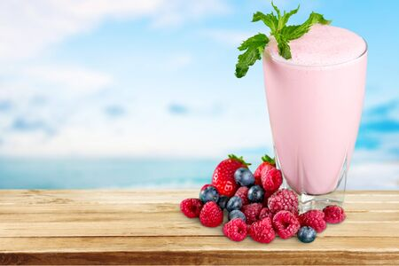 fruit smoothie: Shake, milk, fruit.