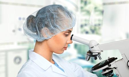 investigando: Investigador, investigación, médico. Foto de archivo