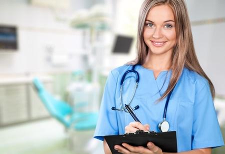 femmes souriantes: Infirmière, Scrubs, Santé et médecine. Banque d'images