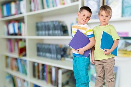 niños en la escuela: Niño, Niño de edad escolar, Educación.