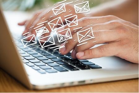 E, correo, correo no deseado. Foto de archivo - 42644635