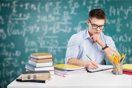 alumnos estudiando: Estudiante, estudiar, humano.