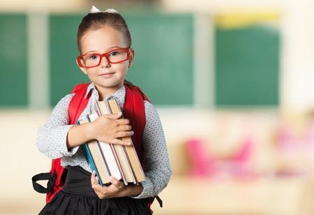 mochila escolar: Libro, escuela, chico. Foto de archivo