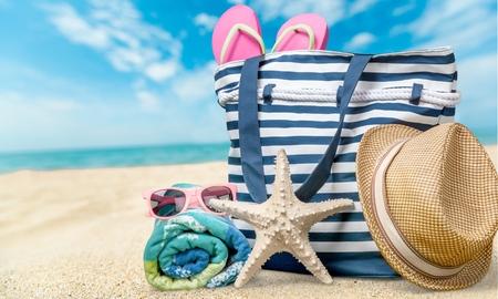 Strand, Sommer, Ansammlung von Gegenständen. Standard-Bild