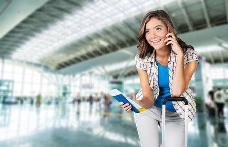 femme valise: A�roport, Femmes, Tourisme. Banque d'images