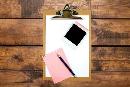 clipe de papel: Prancheta, grampo de papel, Papel Adesivo. Banco de Imagens