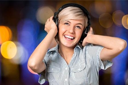tousled: Headphones, Screaming, Shouting.
