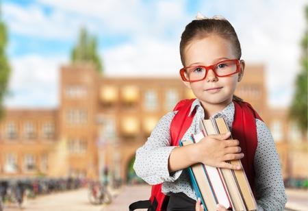 school bag: Cabrito de la escuela, escuela, chico. Foto de archivo