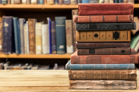 Books, old, stacked. Imagens - 43200205
