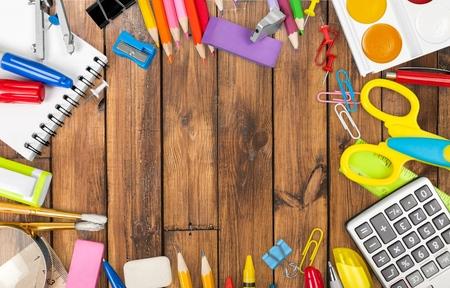 utiles escolares: Fuentes de escuela, de nuevo, cuaderno.