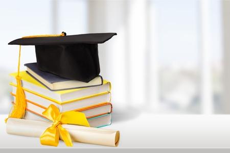 caps: Graduación, diploma, Birrete. Foto de archivo