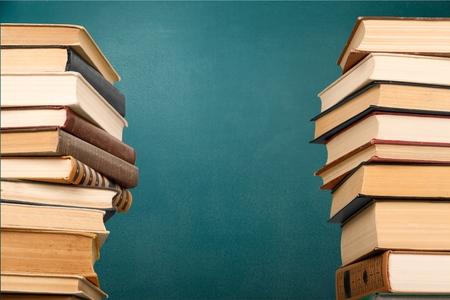 libros antiguos: Libro, Pila, Pila. Foto de archivo