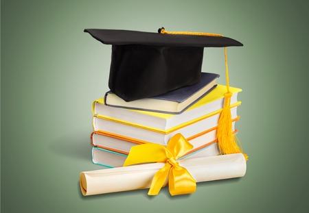 onderwijs: Afstuderen, Mortel Board, Diploma. Stockfoto