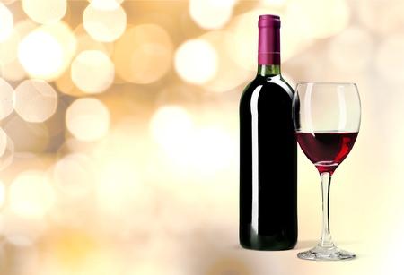 tomando vino: Botella de vino, vino, botella. Foto de archivo