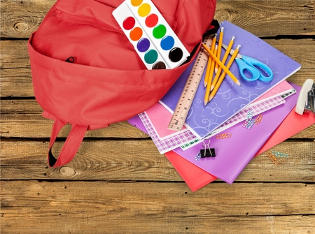 material escolar: Volver a la escuela, fuentes de escuela, mochila.
