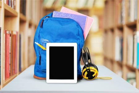 material escolar: Educación, regreso a la escuela, fuentes de escuela.