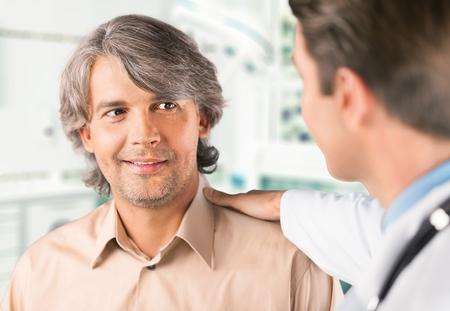 medico con paciente: Doctor, Paciente, Asistencia sanitaria y medicina.