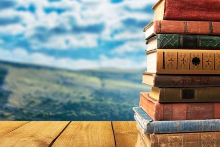 Knihy, staré, zaplněný.