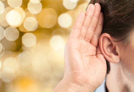 escuchar: Escucha, oído, escuchar.