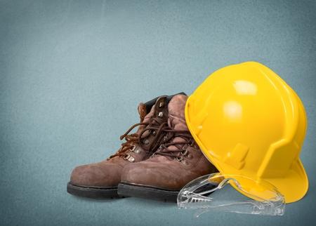 zapatos de seguridad: Casco Duro, ropa industrial, gafas.
