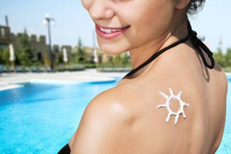 suntan lotion: Suntan Lotion, Sunbathing, Human Skin.
