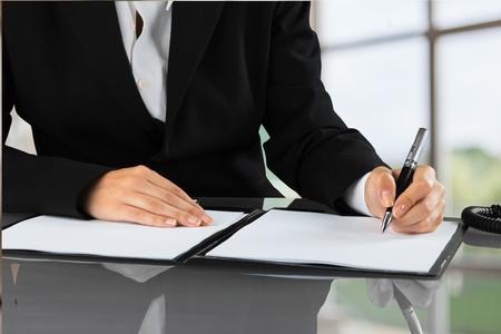 contratos: Contrato.