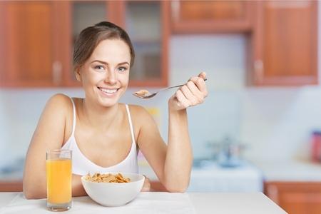 gente comiendo: Alimentación saludable. Foto de archivo