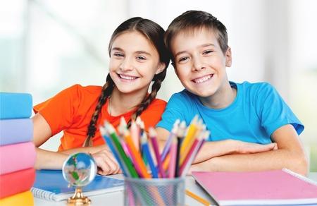 ni�os en la escuela: Los escolares. Foto de archivo