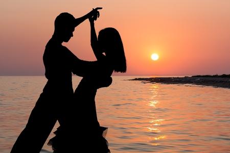 gente bailando: Bailando.