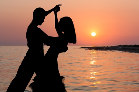 bailando salsa: Bailando.