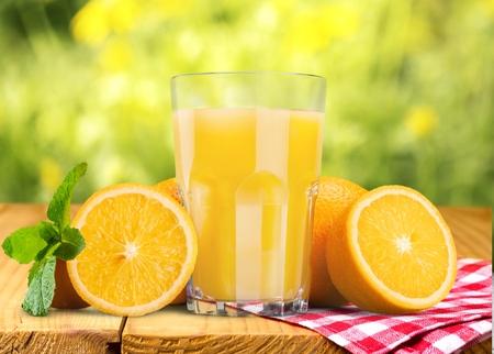 naranja: Jugo de naranja. Foto de archivo