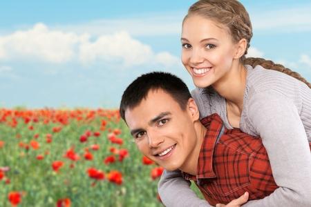 pareja abrazada: Pareja feliz. Foto de archivo
