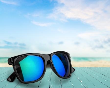 anteojos de sol: Gafas de sol.  Foto de archivo