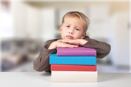niños estudiando: Niño. Foto de archivo