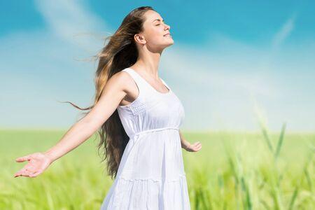 sun worship: Women.