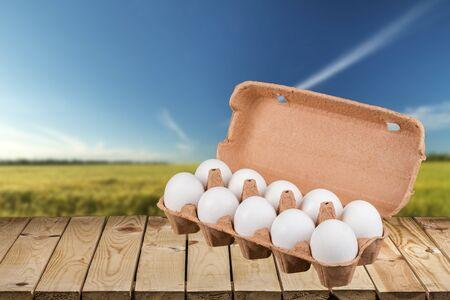 huevo blanco: Cartón del huevo.