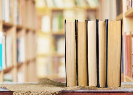 personas leyendo: Libro. Foto de archivo
