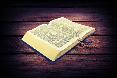biblia abierta: Open Bible.