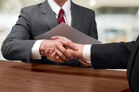 saludo de manos: Apret�n de manos de negocios. Foto de archivo