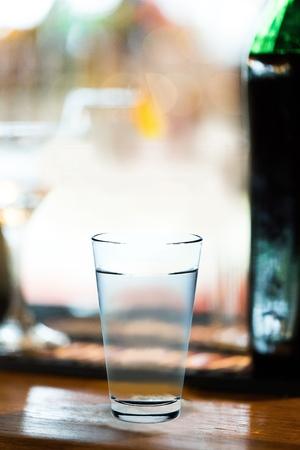 acqua bicchiere: Bicchiere d'acqua.