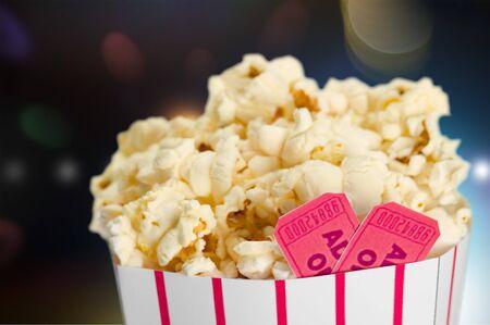 popcorn: Palomitas.