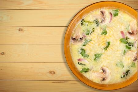 sopa de pollo: Sopa de pollo. Foto de archivo