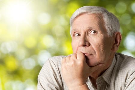 Elderly man thinking  Imagens